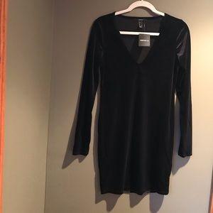 Black Velvet Dress Forever 21 Size Large LS V Neck